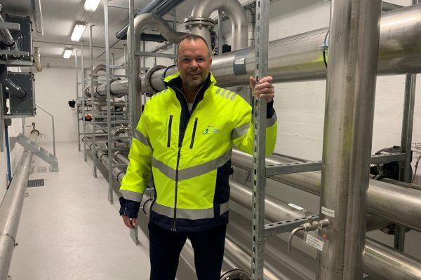Allan Andersen, bestyrelsesformand fra Odsherred Forsyning, på besøg på Rørmosen Vandværk i Nykøbing.